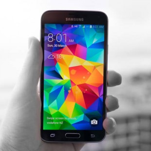 Galaxy-s5-black-and-white