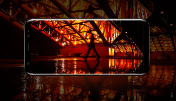 Foto toont Samsung Galaxy S8 Active met vlak scherm