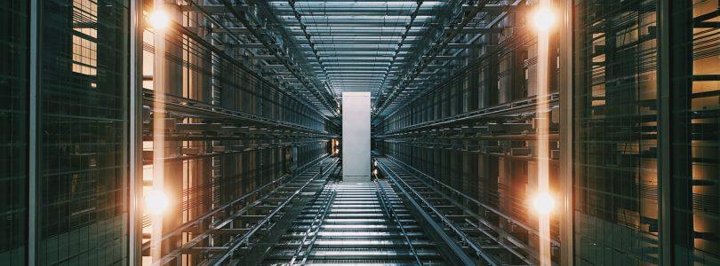 Hoe werkt de software van een webhosting bedrijf?